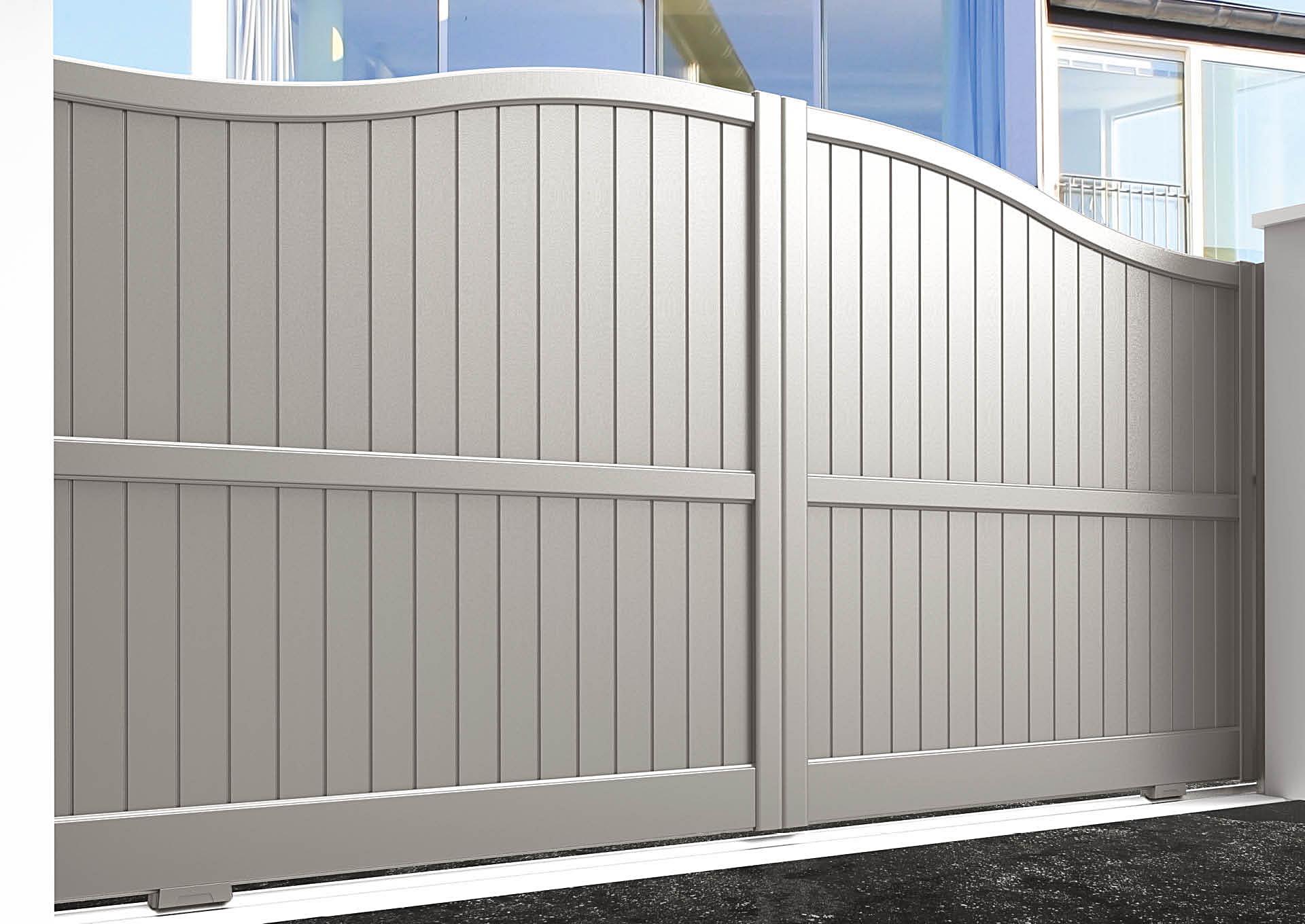 Portail coulissant aluminium Lames verticales 100 mm + traverse intermédiaire