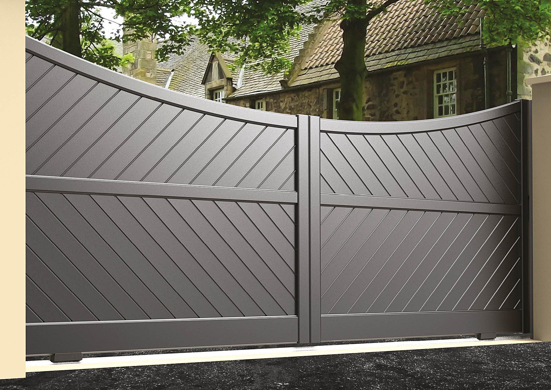 Portail coulissant aluminium Lames 45° 100 mm + traverse intermédiaire