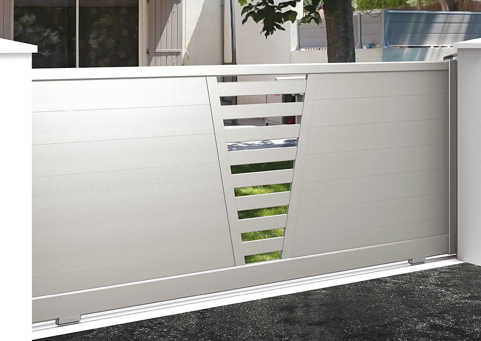 Portail coulissant 9050_C1_P2LE Lames horizontales 200 mm + décor lames espacées