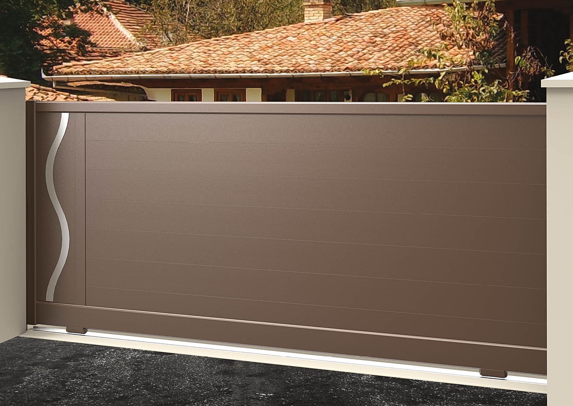 Portail coulissant 9104_C1_P2DA Lames horizontales 200mm + décor alu brossé Ondulation