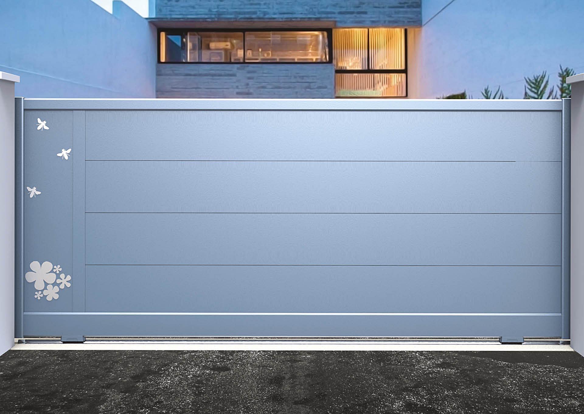 Portail coulissant aluminium Lames horizontales 340 mm + décor alu brossé Butinage