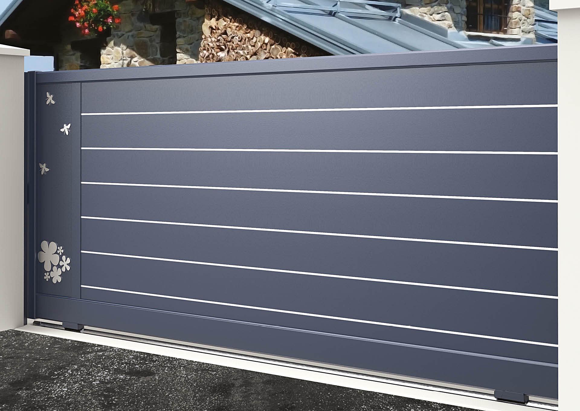 Portail coulissant 9105_C1_S2DA Lames horizontales 200mm + liserés avec décor alu brossé Butinage