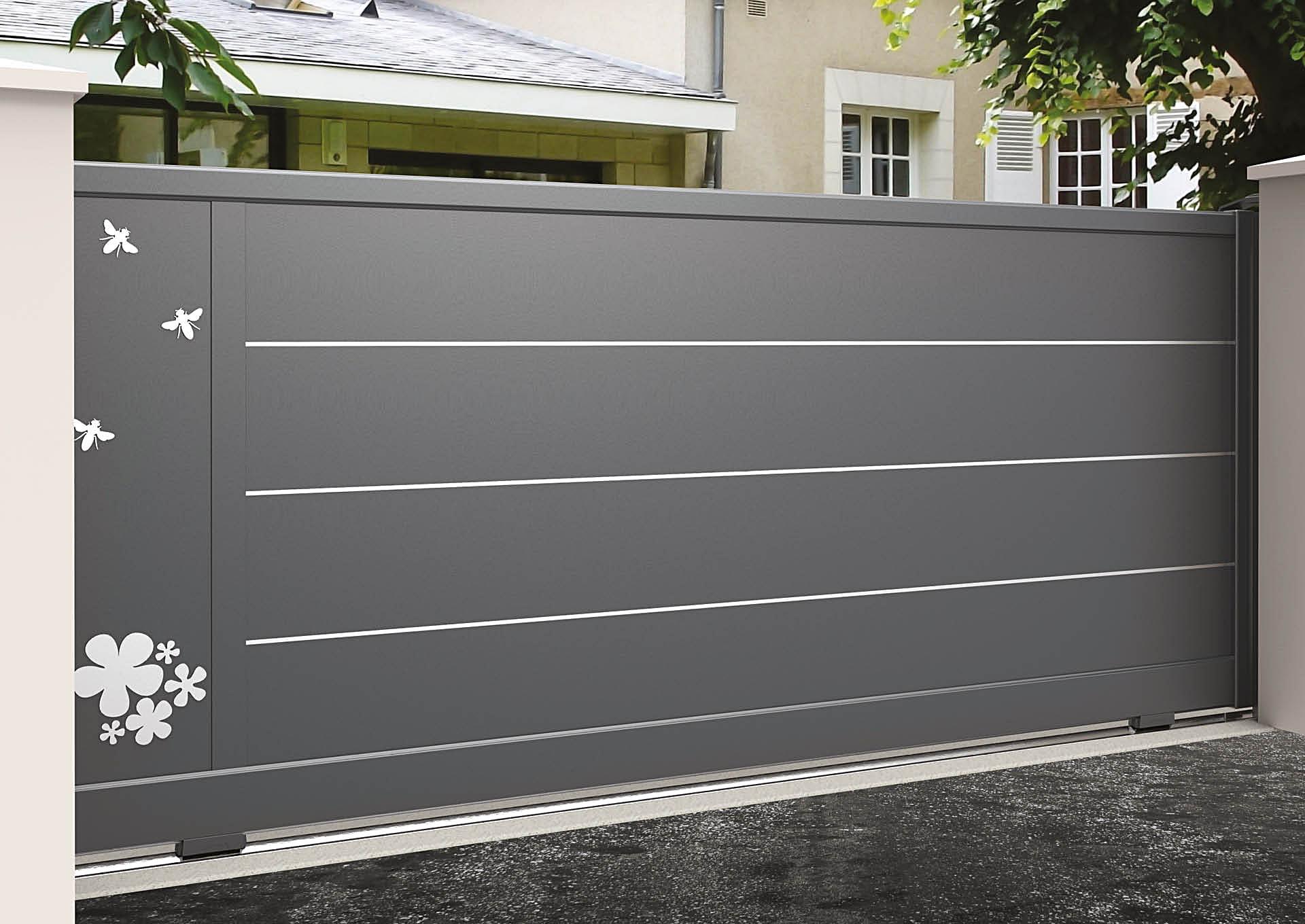 Portail coulissant 9105_C1_S3DA Lames horizontales 340mm + liserés avec décor alu brossé Butinage
