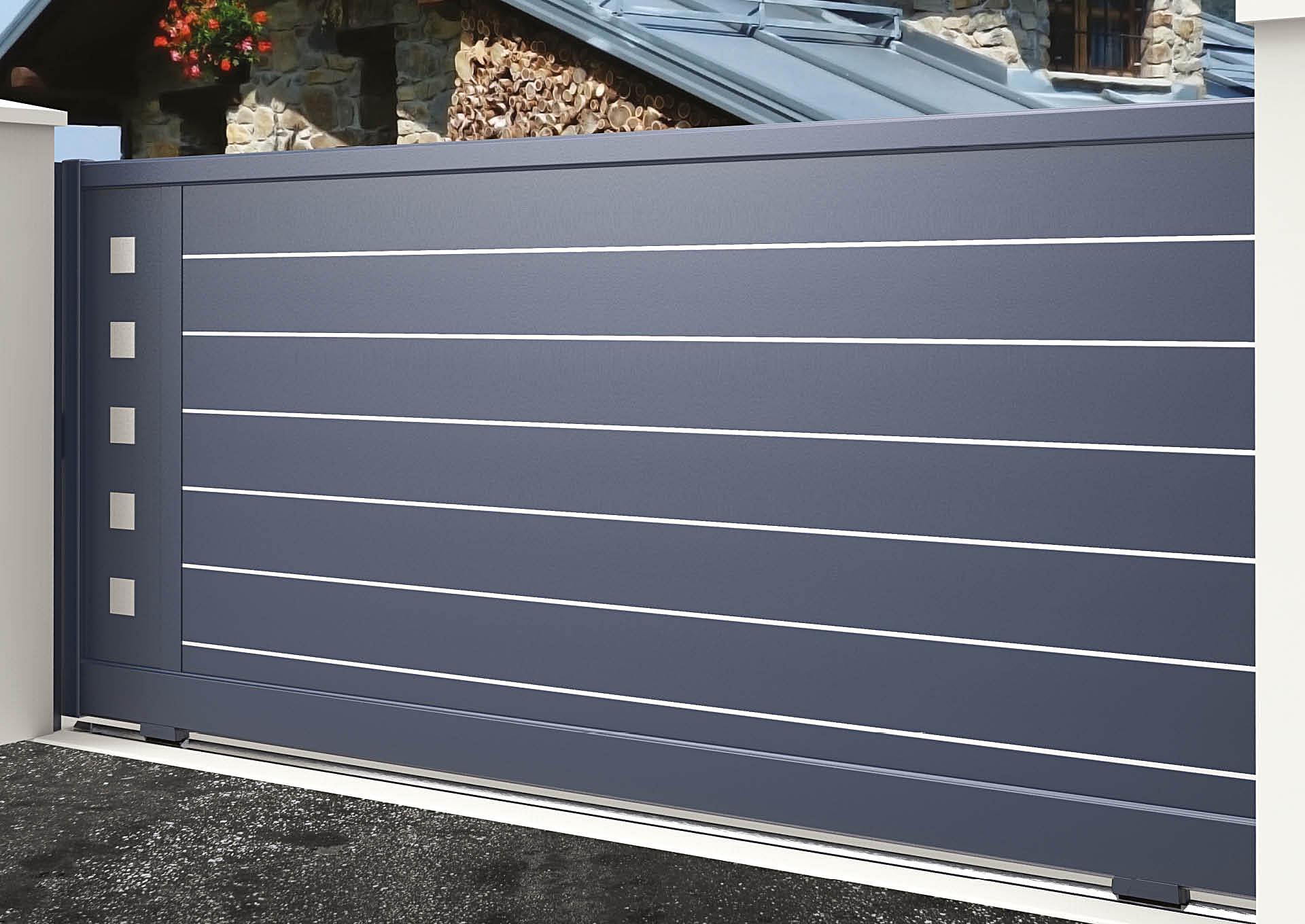 Portail coulissant aluminium Lames horizontales 200 mm + liserés avec décor alu brossé Carrés pleins