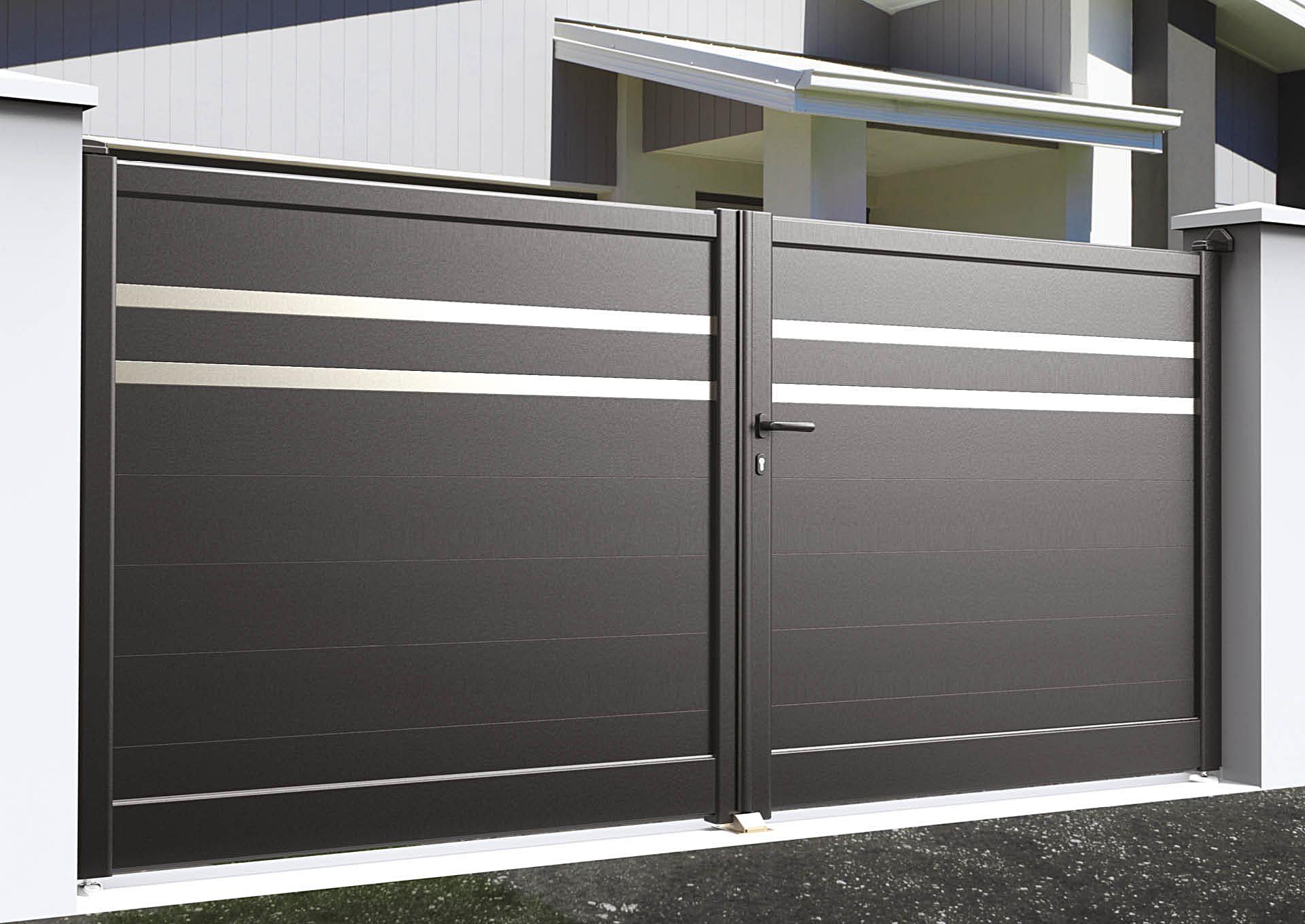 Portail battant en aluminium Lames horizontales 200 mm + 2 liserés inox 50 mm