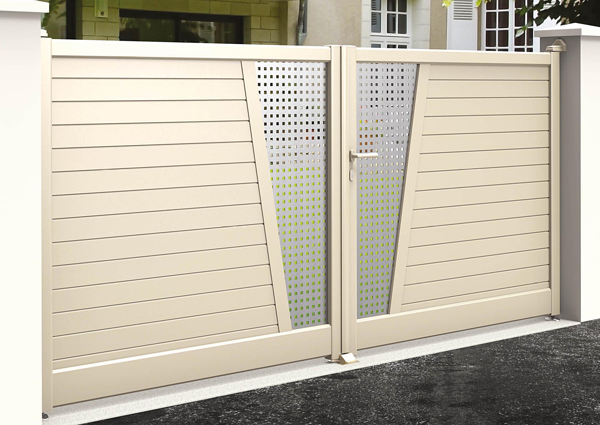 Portail battant en aluminium 9050_B_PHSI Lames horizontales 100mm + décor style inox