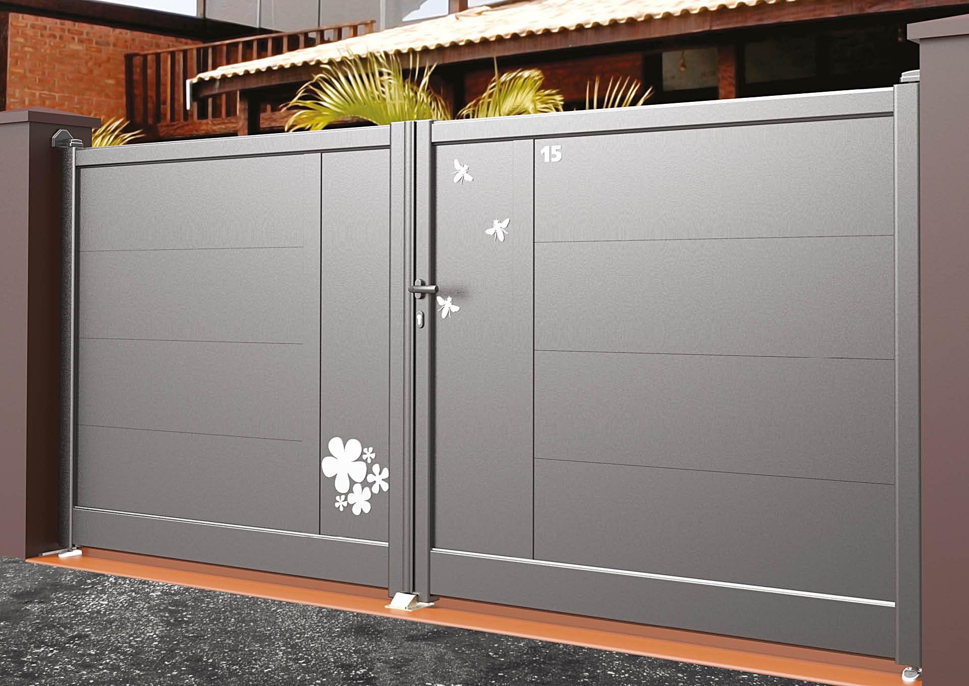 Portail battant en aluminium Lames horizontales 340 mm + décor alu brossé Butinage